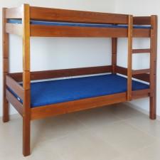 חדר שינה עץ מלא - מיטת קומותיים עץ מלא עם מיטה שלישית ומגירות דגם 521